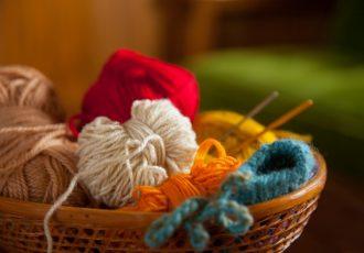 作業療法で行う編み物や手芸って、どんな効果があるの?